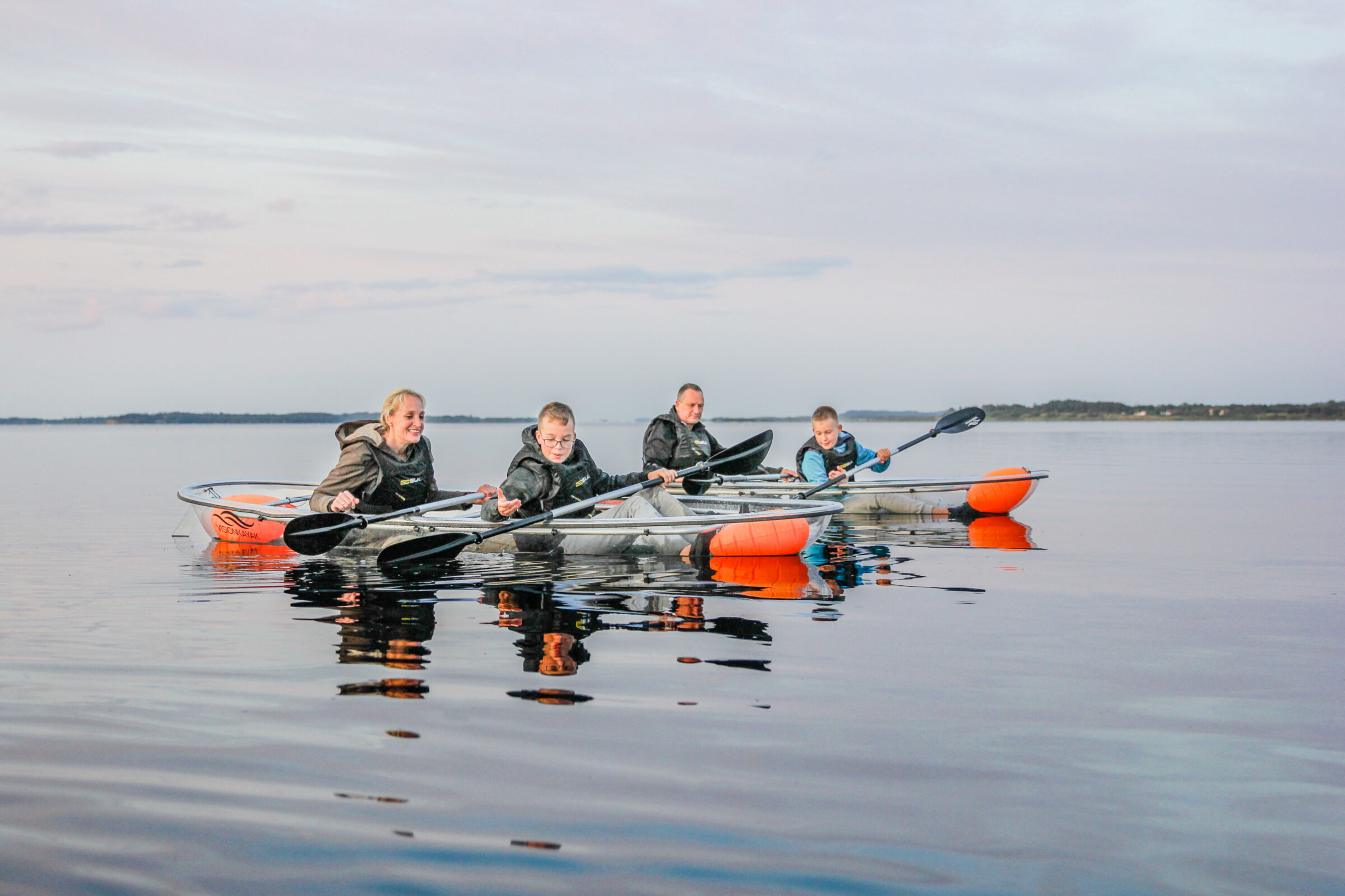 Solnedgangstur i glaskajak med VisionKayak i Skive i Midtjylland/Nordjylland - en vandsportsaktivitet/oplevelse for par, familier og oplagt til kærestetur